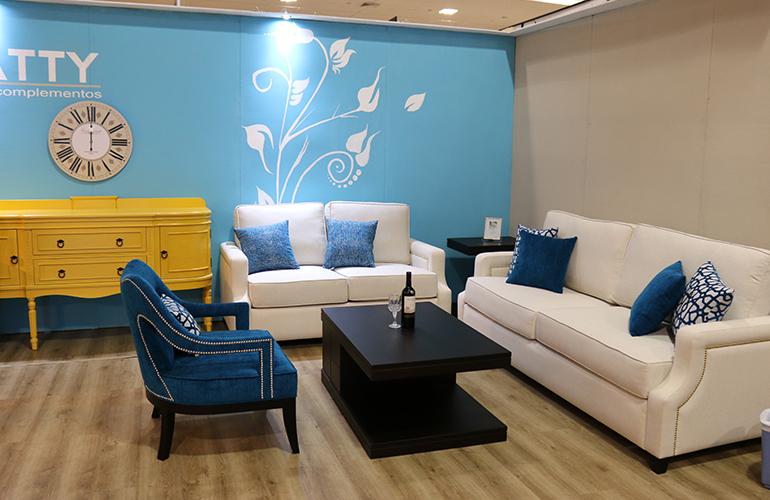 Entre los muebles que puede encontrar para su hogar se encuentran amueblados de sala en colores neutros.