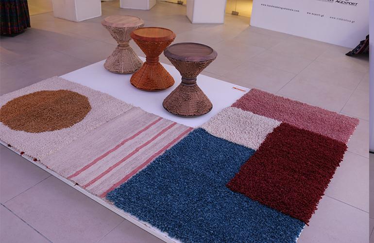 Esta iniciativa se destacó por fusionar el diseño contemporáneo con técnicas tradicionales de producción artesanal que se han plasmado en piezas únicas, contribuyendo al desarrollo y empoderamiento más de 2 mil 500 personas del área rural.