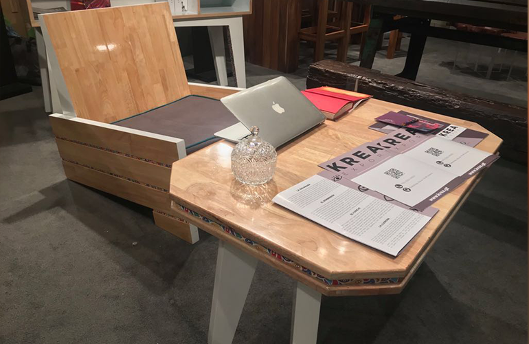 """La empresa Krea Modular, ha presentado una línea inspirada en las """"Leyendas de Guatemala"""" donde se hace un tributo a los populares personajes como el Sombrerón,  el Cadejo, La llorona y la Siguanaba, los cuales son representados por medio muebles de diseñador."""