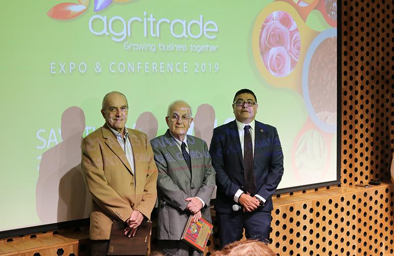 Entrega de Reconocimiento a Primer Presidente de AGRITRADE Rafael Passarelli y Emilio Santano