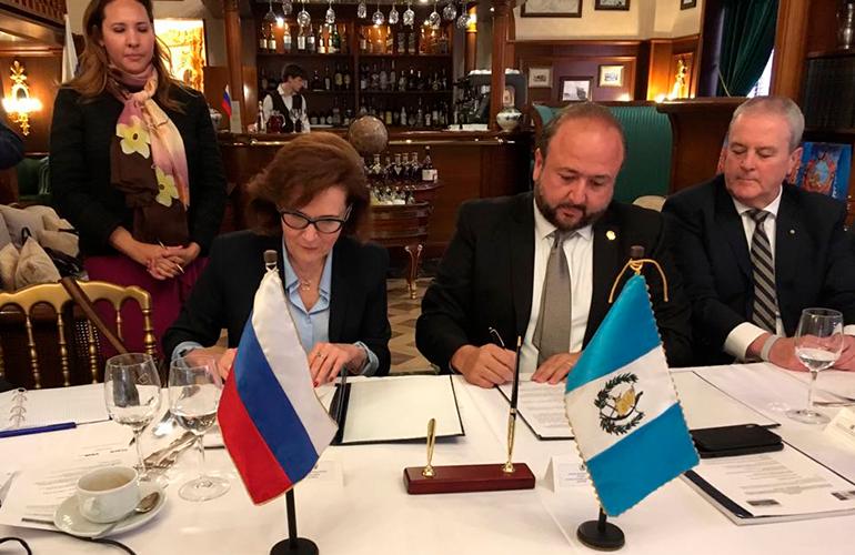 Presidente de AGEXPORT, Antonio Malouf y la Directora General del Comité Nacional para la Cooperación Económica con los Países Latinoamericanos, (CN CEPLA), Tatiana N. Mashkova