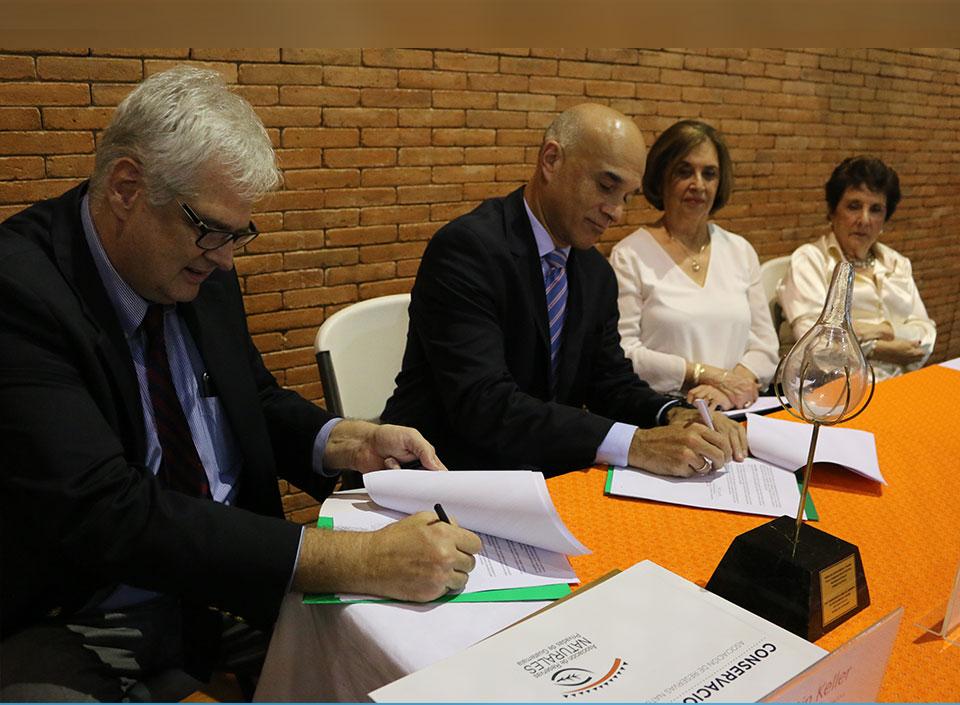 Firman convenio para impulsar el turismo sostenible y apicultura