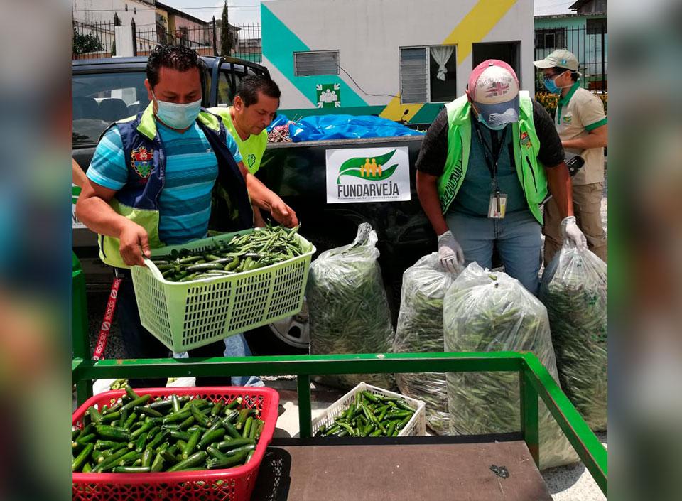 entregan vegetales por COVID-19