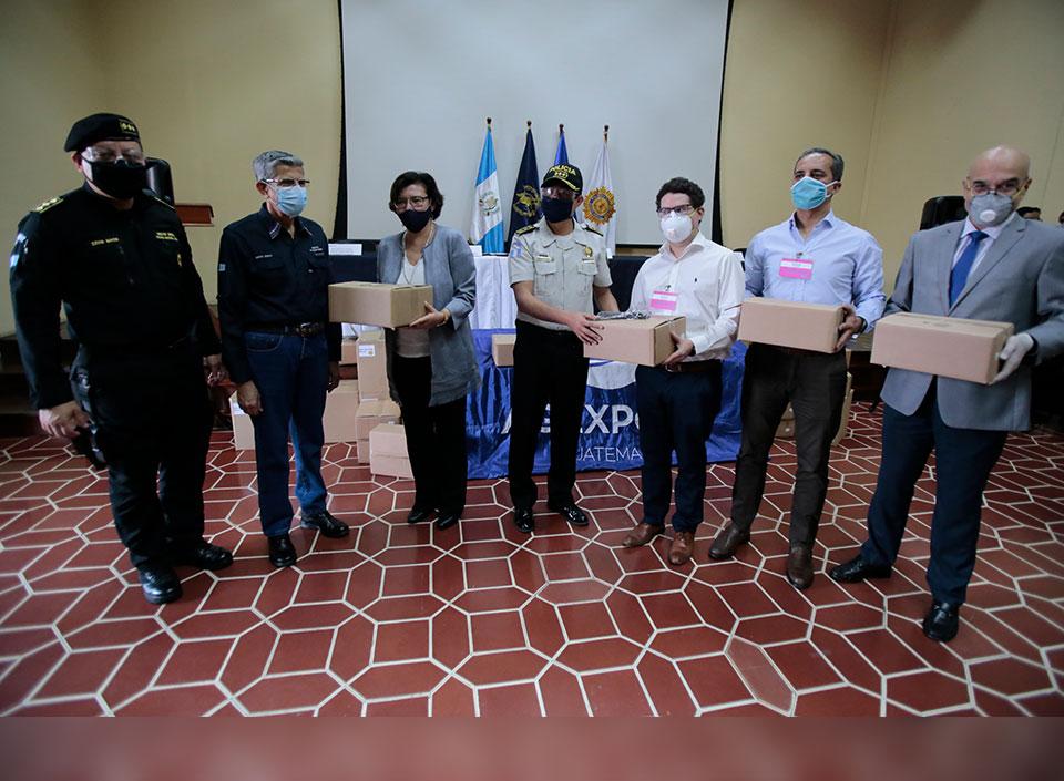 AGEXPORT entrega mascarillas a la PNC