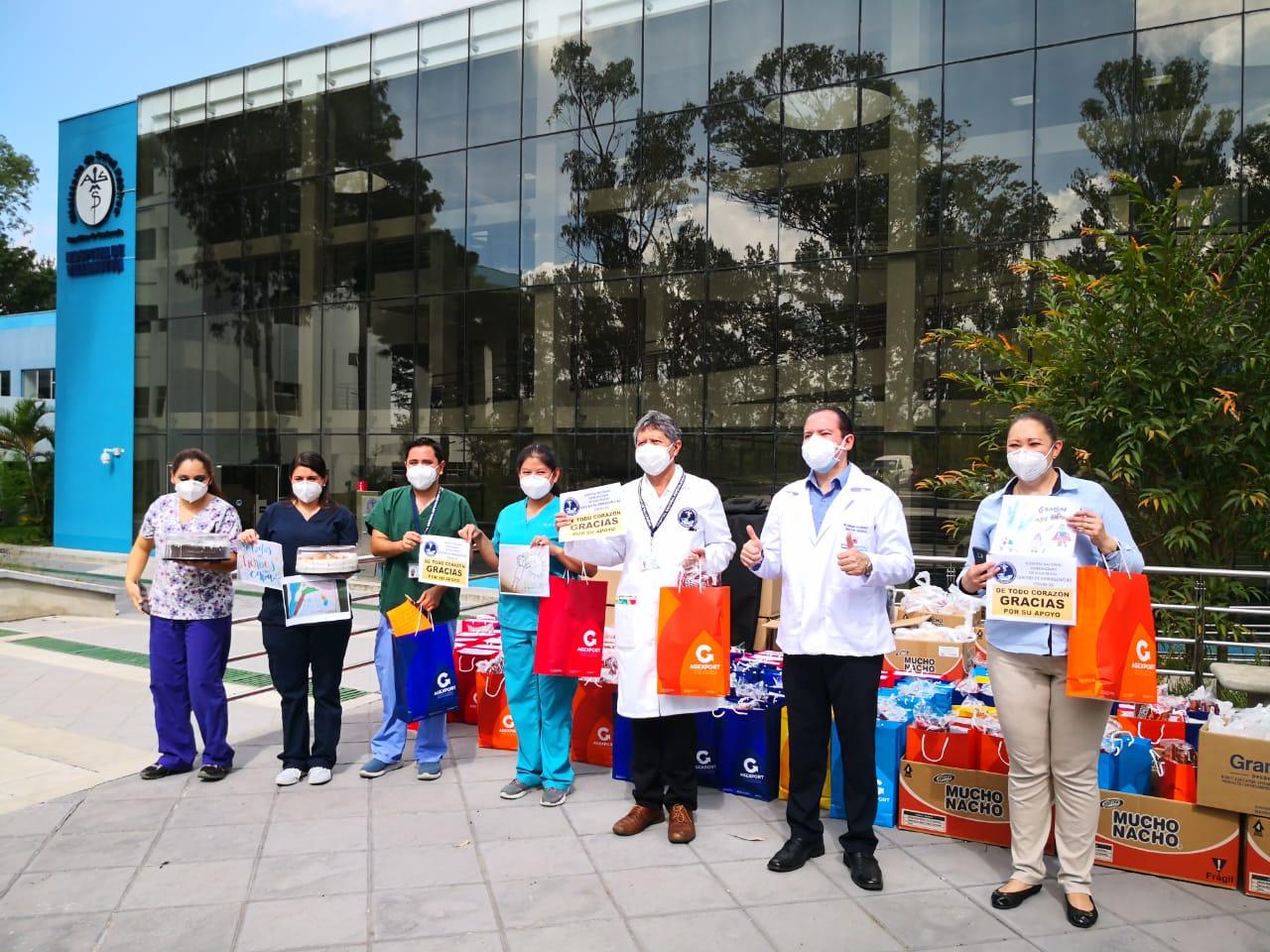 Personal médico del Hospital de Villa Nueva recibe muestras emotivas del sector exportador