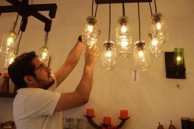 Lámparas Hangaro, historia de éxito con un concepto innovador de lámparas hechas con botellas