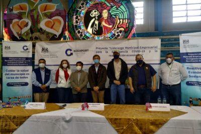 Embajador británico visita mercados municipales en la provincia y entrega de insumos para prevenir el COVID-19