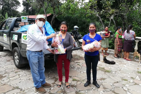 FUNDARVEJA continúa entregando víveres a familias productoras de vegetales en el área rural