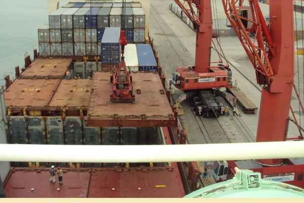 ETA provoca cierres en rutas a puertos